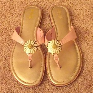 EUC Lilly Pulitzer Daisy Patent Mckim Sandals